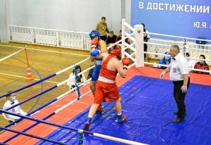4 На ринге Александр Шульц (в красной форме) (1)