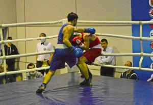 (4) Четвертьфинал. В ринге Владислав Трофимов (в синей форме)