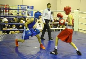 (8) Финал. В ринге Денис Ращук (в синей форме)